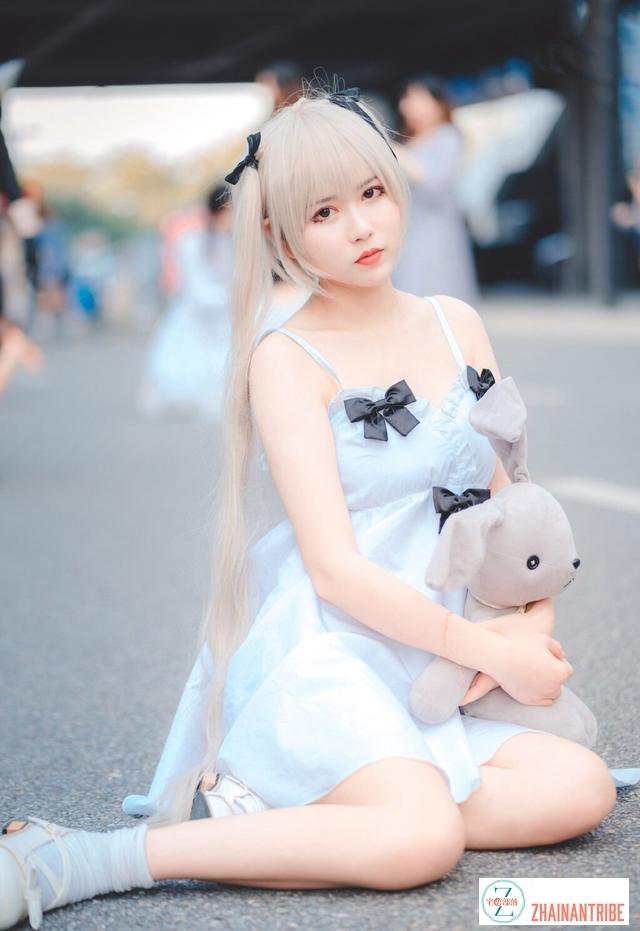 郑州街拍 郑州会展Cosplay蓝裙白头发